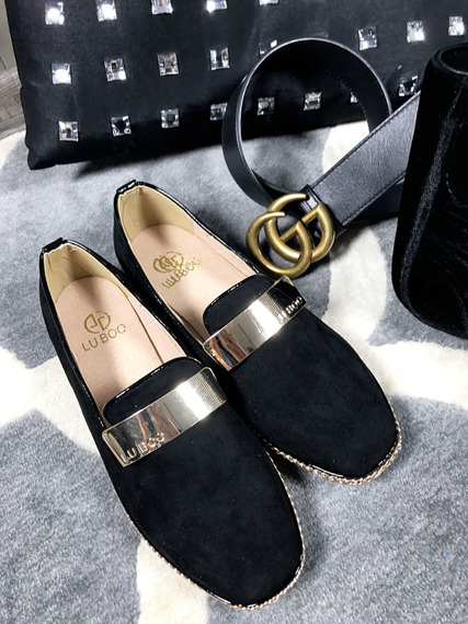 Black loafer with badge Chain